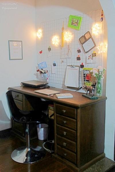 Home Office pequeno com aramado e pisca pisca
