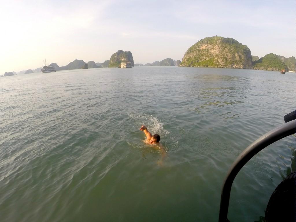 Nadando em Halong Bay