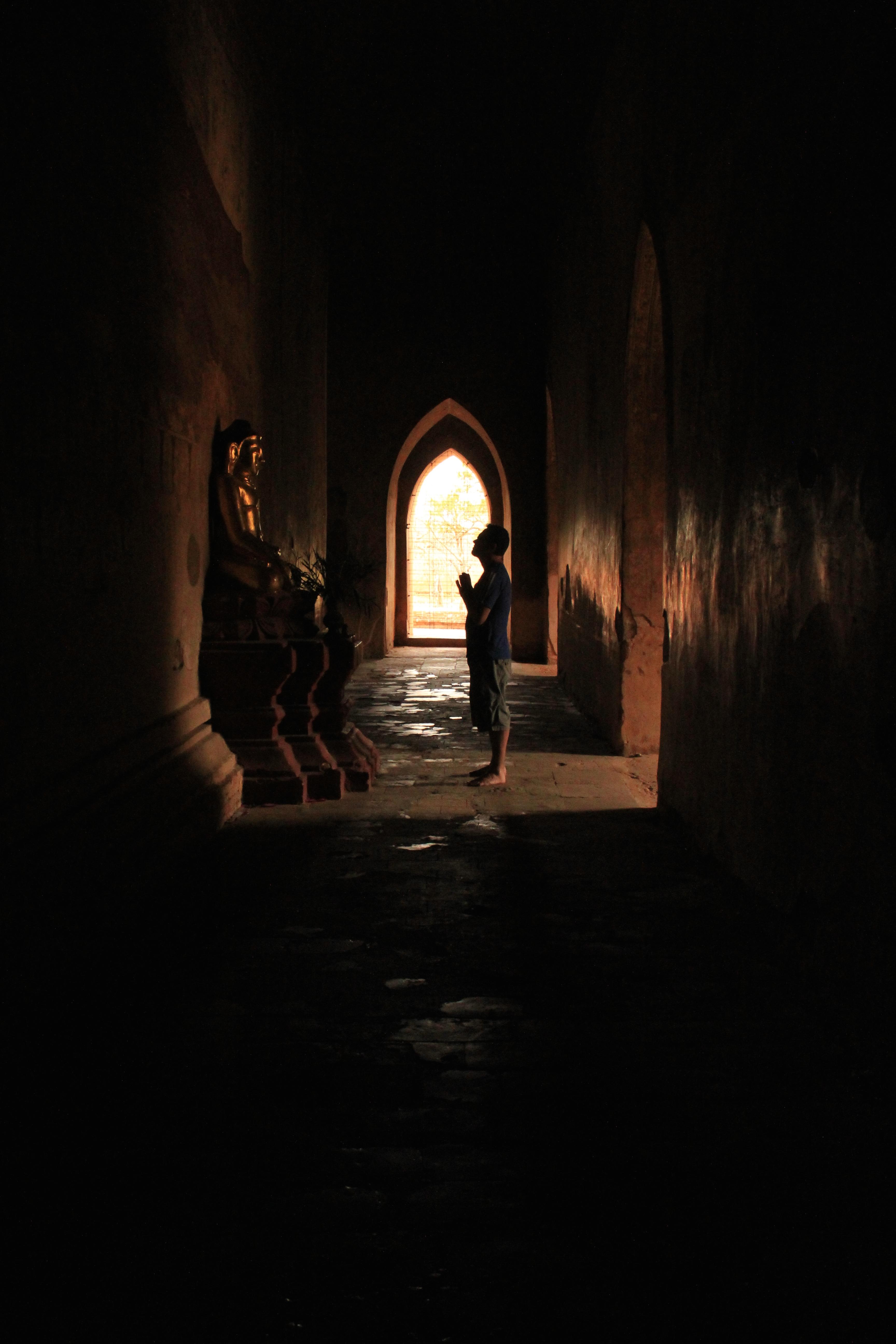 Em um dos templos em Bagan