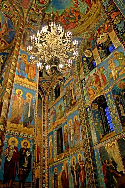 O interior deslumbrante da Catedral do Sangue Derramado, em São Petersburgo