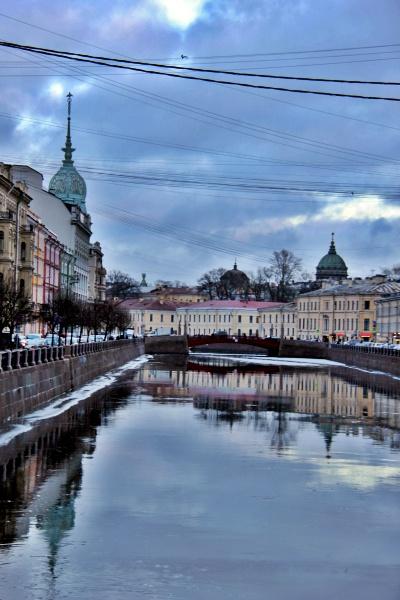 Os belos canais de São Petersburgo