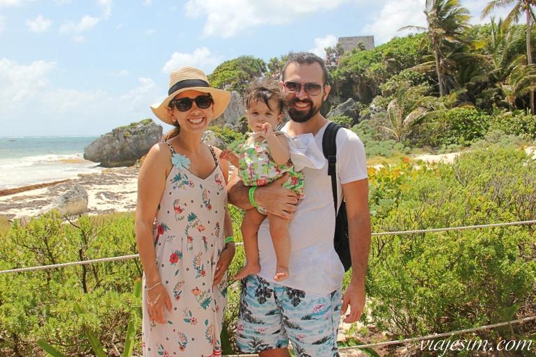 Família viajando com bebê de 1 aninho nas ruínas maias de Tulum, na Riviera Maia, México