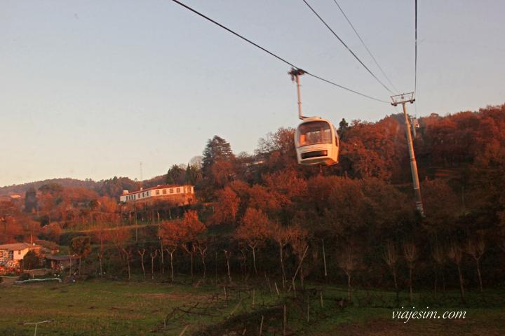 Teleférico que leva ao alto do Monte da Penha, em Guimarães. Ida e volta custam 5 euros