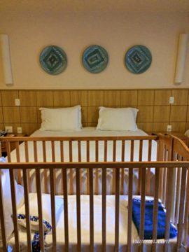 Os quartos do Village Le Canton contam com todas as comodidades para uma ótima viagem com bebês