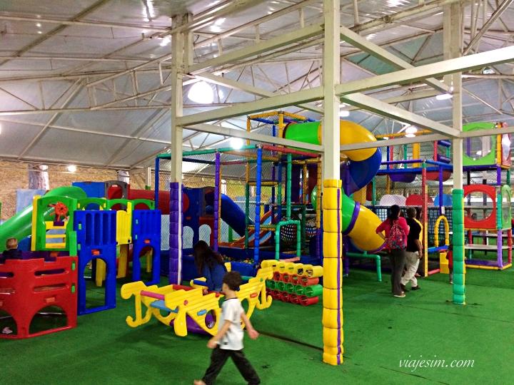 Um dos locais para recreação quando ficamos no Village Le Canton é o Kids Club do Castelo Medieval