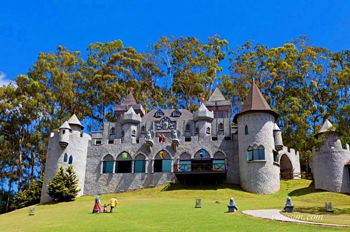 O famoso castelo medieval do Le Canton
